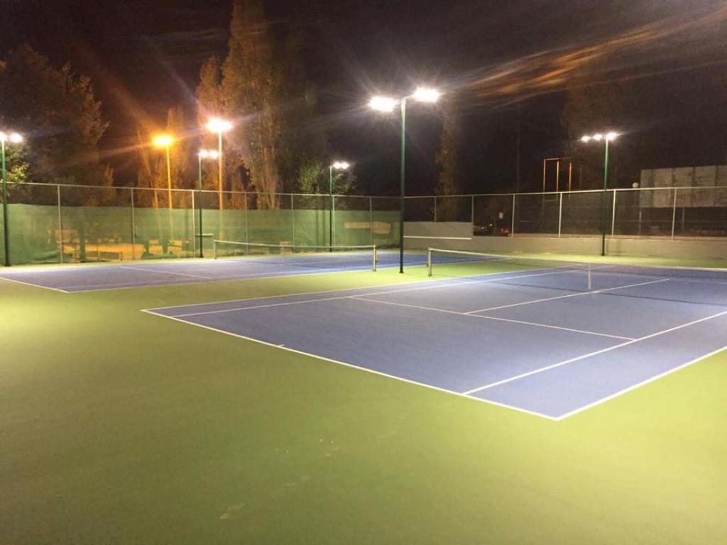 Γήπεδα αντισφαίρισης στο Αθλητικό Κέντρο Παπάγου.