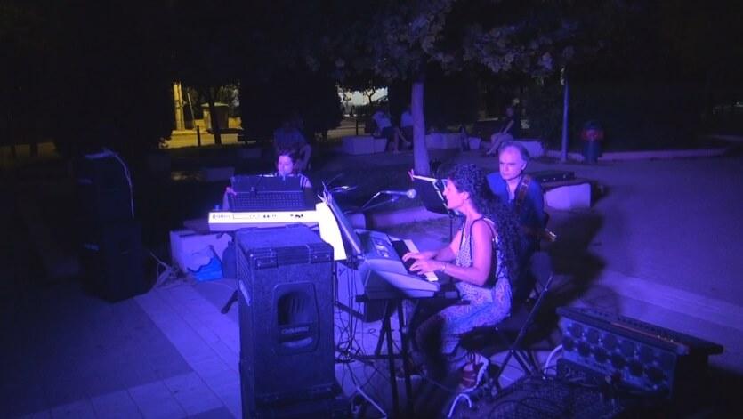 Μουσικό ταξίδι στην πλατεία Κύπρου στον Χολαργό από τους Friends