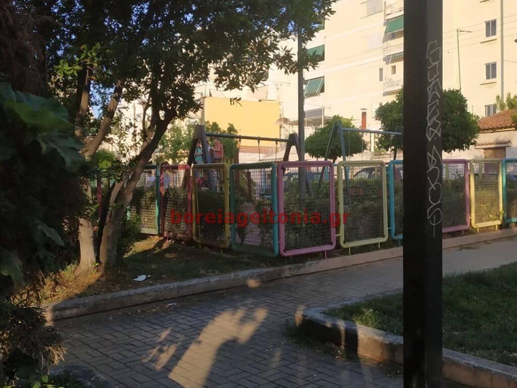 Κλειστή η παιδική χαρά στην Κύπρου όμως κάποιοι είναι μέσα ...