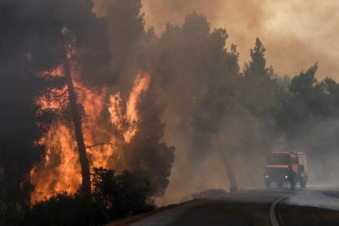 Φωτιά τώρα: Μεγάλη φωτιά στην Εύβοια- Εκκενώνονται οικισμοί