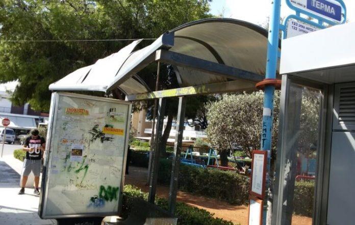 Χολαργός: Τι έκανε αστυνομικός σε άνθρωπο που περίμενε το λεωφορείο