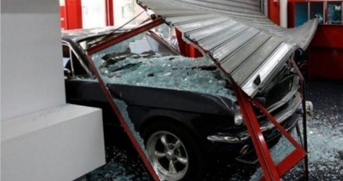 Λ. Μεσογείων: Νέα εισβολή με αυτοκίνητο σε κατάστημα