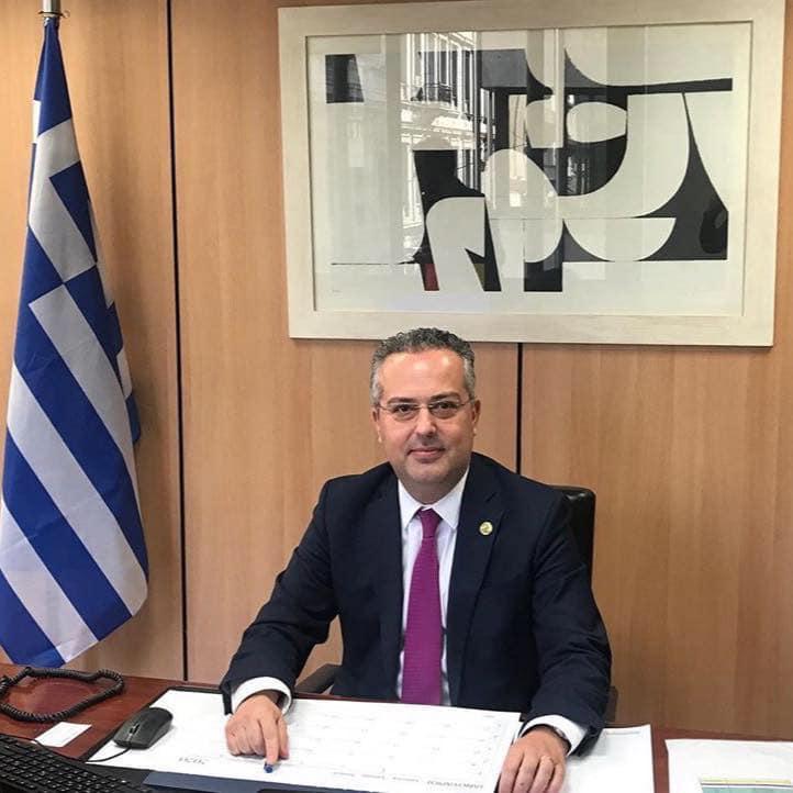 Ηλίας Αποστολόπουλος: Δίνει την μισή αποζημίωση του για την αντιμετώπιση του Covid-19.