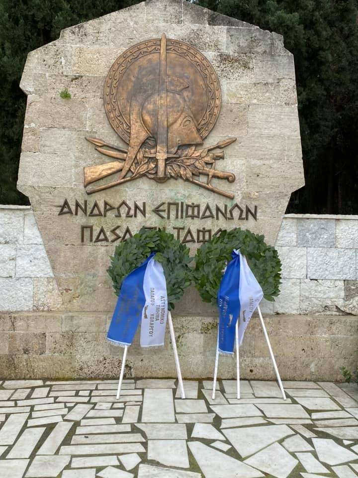 Ηλίας Αποστολόπουλος: Με δόξα και τιμή καταθέτει στεφάνι για την 25η Μαρτίου