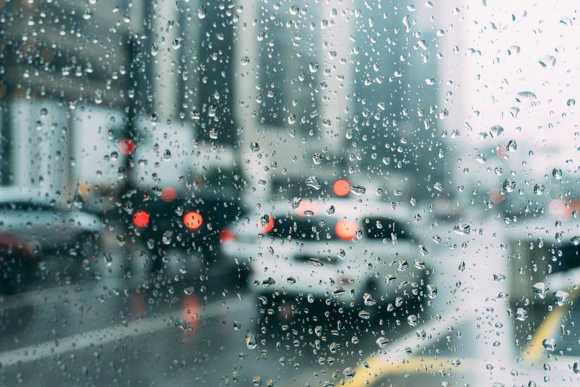 Μεγάλο μποτιλιάρισμα στους δρόμους λόγω βροχής