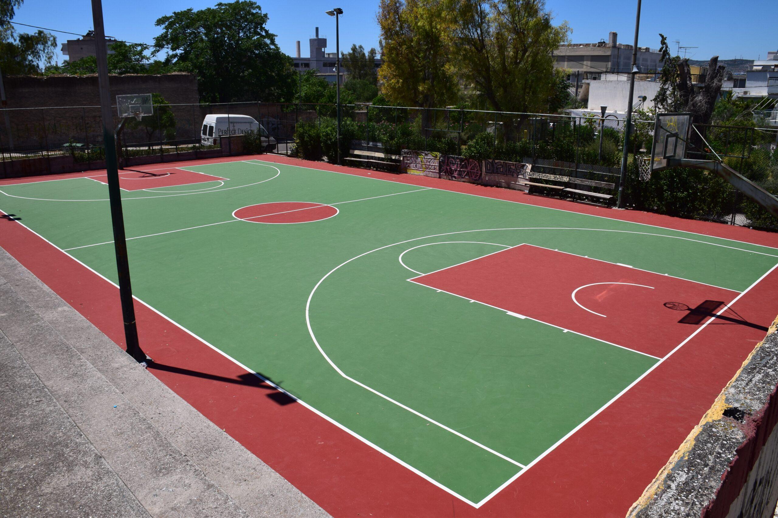 Δήμος Νέας Ιωνίας: Ανακατασκευή του ανοικτού γηπέδου μπάσκετ στην πλατεία Μακελαράκη στον Περισσό