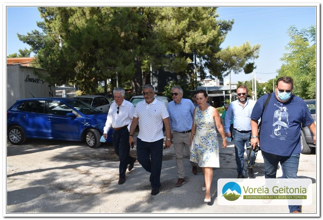 Γιώργος Πατούλης: Βόλτα στα στενά την Αγίας Παρασκευής με Ζορμπά και Γιαννακόπουλο